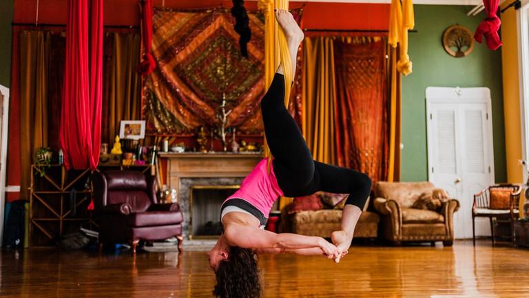 Aerial Yoga | © Studio N Photography / Flickr