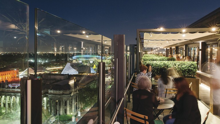 2KW rooftop bar at night © 2KW