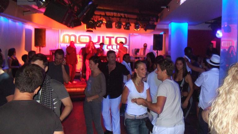 Salsa dancers at Mojito club © John Seb Barber