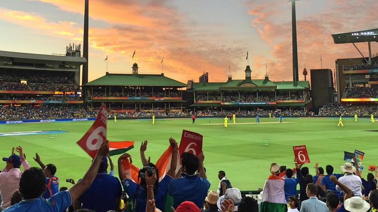 Cricket fans at the Sydney Cricket Ground © Tom Smith