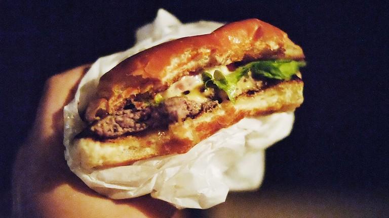 Mary's burger © instatiablemunch / Flickr