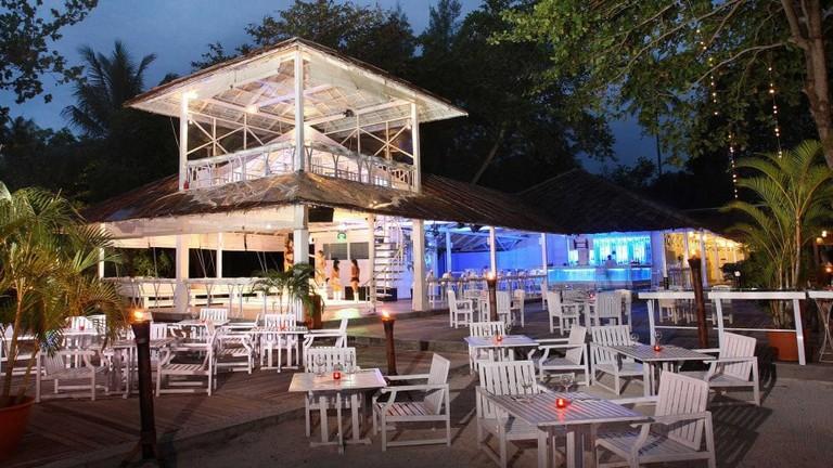 Nirwana-Beach-Club_La-Luna-Exterior-11-900x500