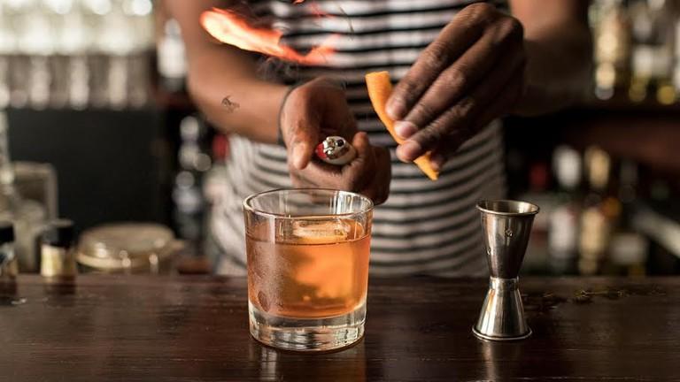 Preparing a cocktail at Corridor © Corridor