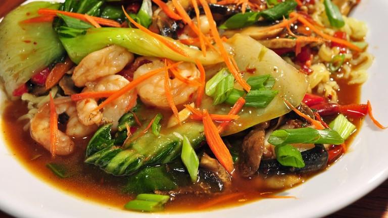 Szechuan_noodles_with_shrimp_and_bok_choy_(5232290249)