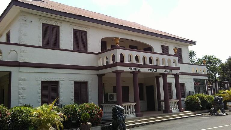 1024px-Manhyia_Palace_Museum,_Kumasi,_Ghana