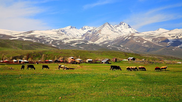 Aragats_mountain,_Aragatsotn,_Armenia