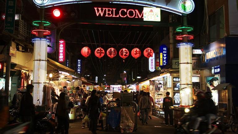 https://zh.wikipedia.org/wiki/File:Linjiang_Street_Night_Market.jpg