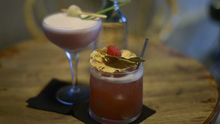 gin, cocktail bar, cocktails