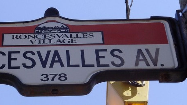 roncesvalles_avenue_sign-650x259