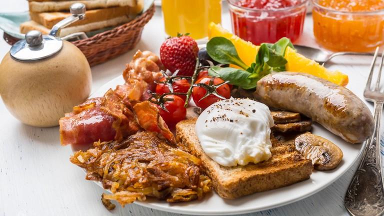 Enjoy a typical Australian breakfast at Antipodean