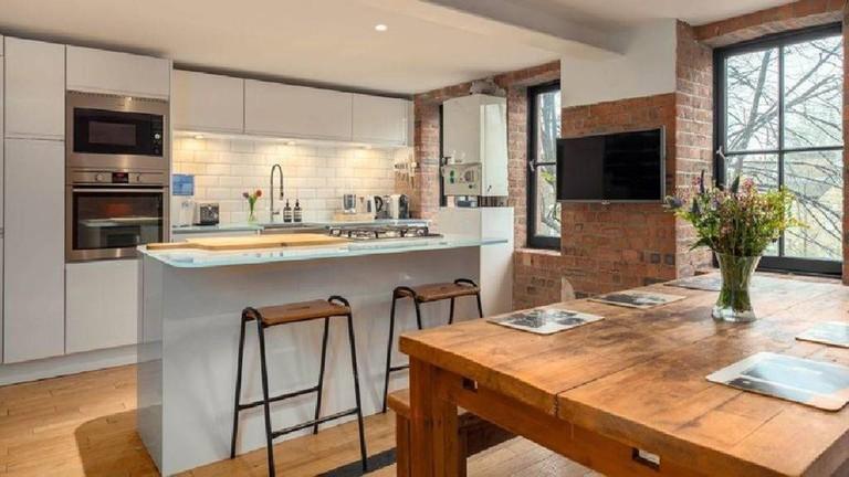 en-suite-double-room-in-a-converted-school-loft--nathalieairbnb-1024x683