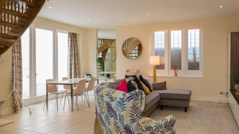 nw3--two-double-bedrooms-with-off-street-parking