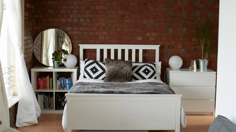 shoreditch-loft-studio-with-private-entry--saraairbnb-1024x683
