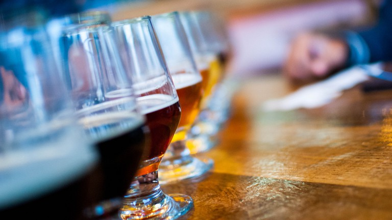 Beers on the bar © Arup Malakar / Flickr