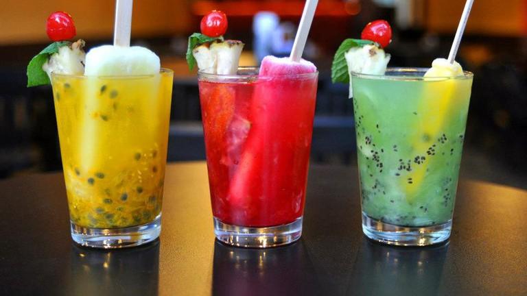 Fun and tasty caipiranhas at Papo Inicial