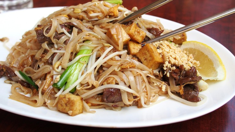 Thai fried noodles │© cattalin