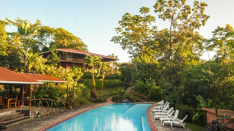 Pool side relaxation at Finca Nueva Luna Lodge