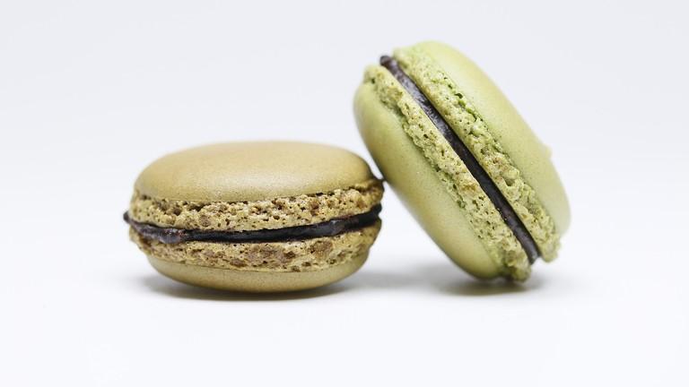 Pistachio and chocolate macarons