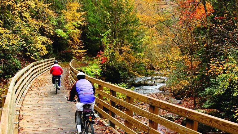 Bikers ride Virginia Creeper Trail / (c) US Forest Service / Flickr