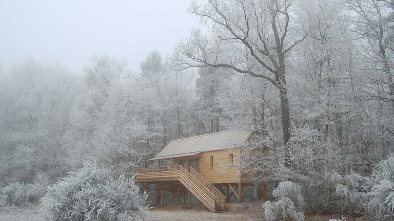 The big cabin is very cosy in winter