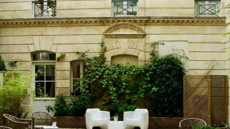 Inside L'Hôtel Particulier's beautiful entrance