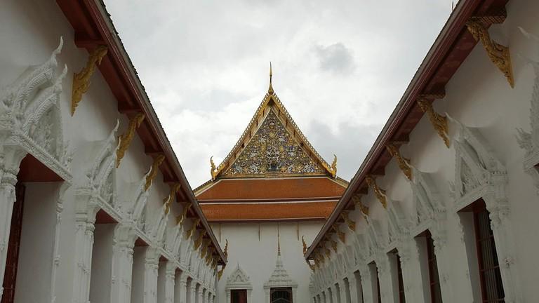 1024px-2009-08-28_08-30_Bangkok,_Wat_Mahathat