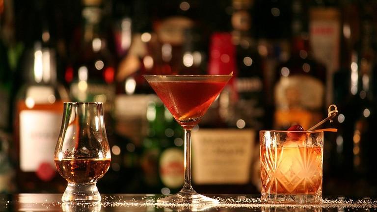 1024px-Rum,_Manhattan,_Tequila_Old_Fashioned