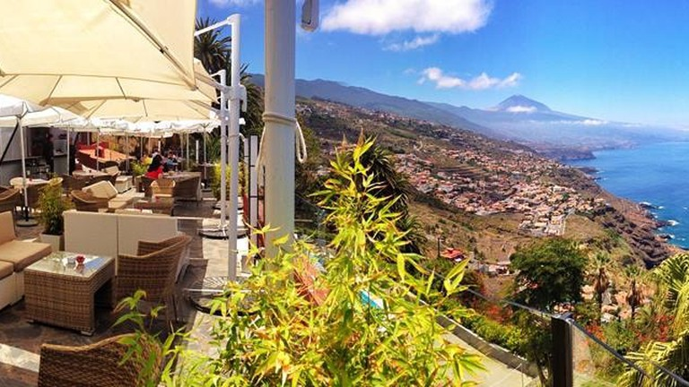 Panoramic sea-view terrace