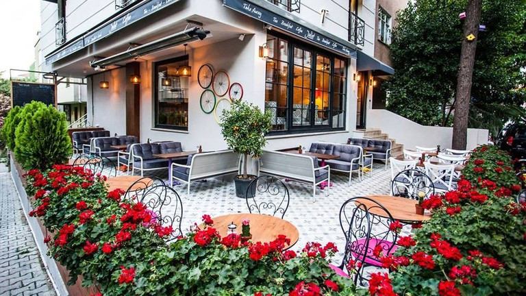 The beautiful outdoor seating area at Juliet Rooms & Kitchen's cafe | © Juliet Rooms & Kitchen