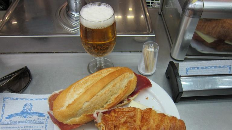 Make time for almuerzo