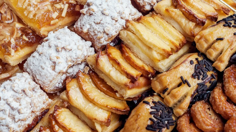 Sweet pastry, puff pastry with powdered sugar, with pine nuts, with jam made from Siam pumpkin, puff pastry with roasted apples and with baked apples