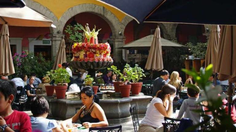 Brunch in the courtyard of El Bazar Sábado