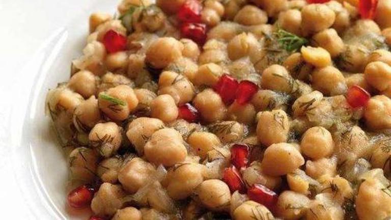 Chickpeas with tahini sauce