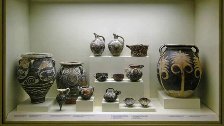 Vessels from Knossos and Phaestus