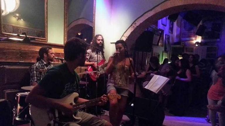 Live music concert at Figaro cafe