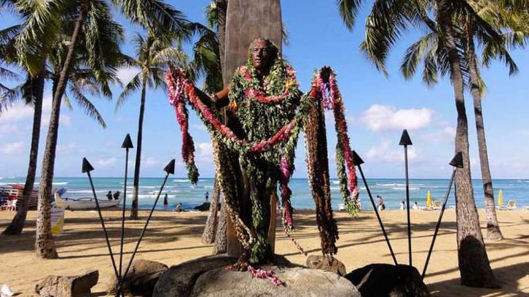 Duke Kahanamoku Memorial in Waikiki - Hawaii