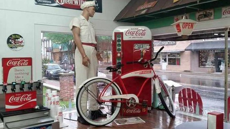 Soda Pops' Interior