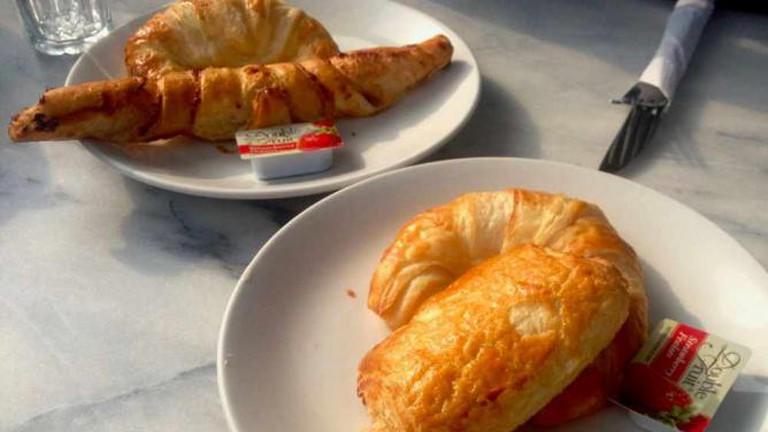 La Croissanterie Figaro croissant
