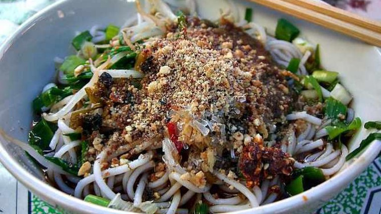 Rice Noodles with Cold Spicy Garlic Sauce and Peanuts - Laomeng Market