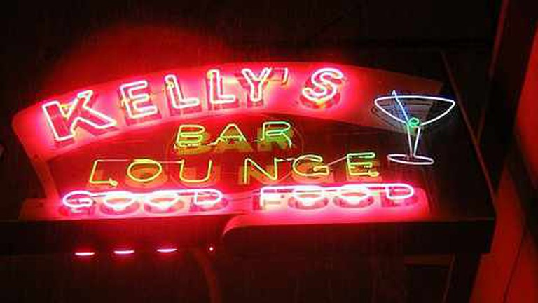 Kelly's Bar and Lounge Neon Sign