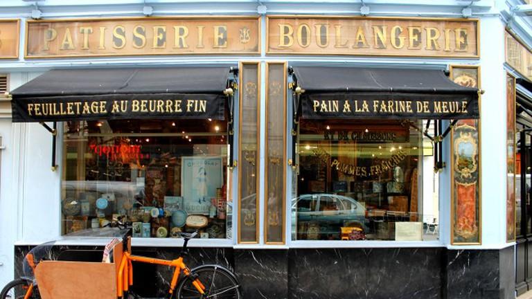 Window display of Du Pain et Des Idées