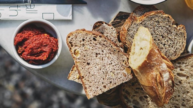 Naan Bakeshop's delicious artisan bread and some fresh accompaniments | © Naan Bakeshop