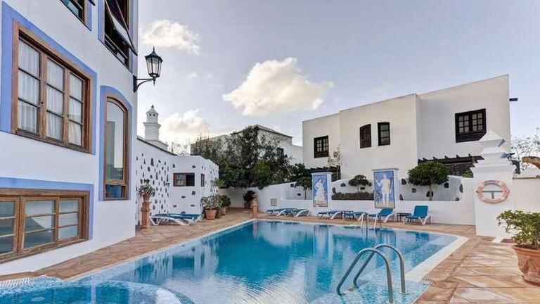 Choose between outdoor pool or hot-tub at La Casona de Yaiza © Hotels.com
