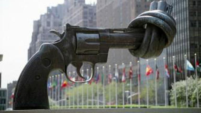 Non-Violence/ Knotted Gun