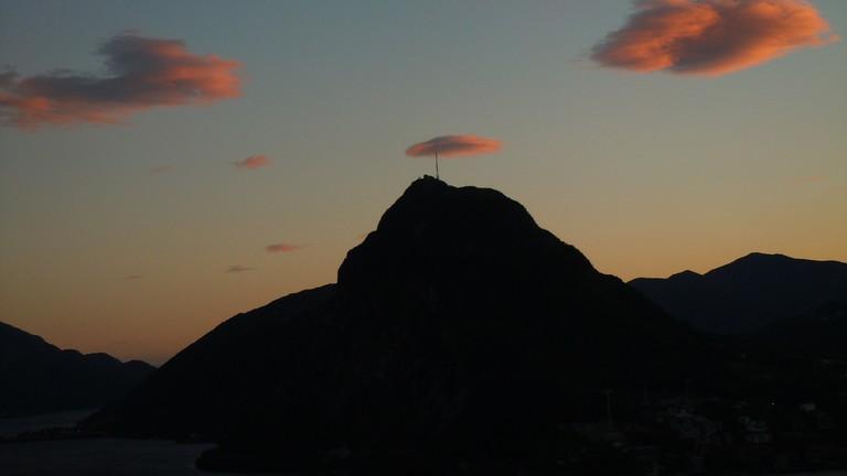mountain-112683_1920