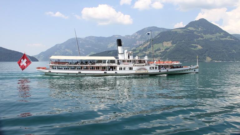 ship-2403654_1920