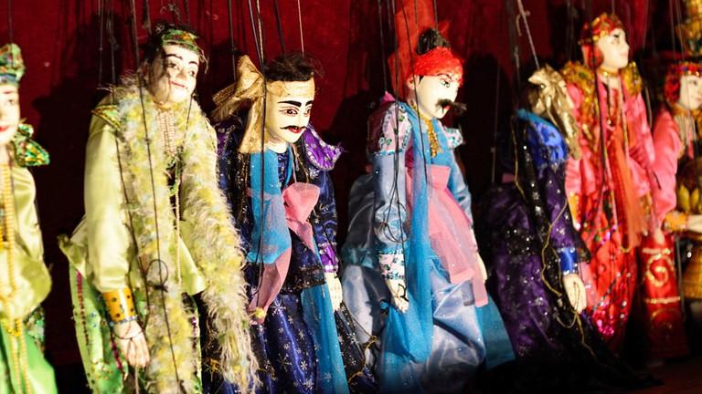 Traditional-Puppets-at-Nanda-Restaurant-Bagan