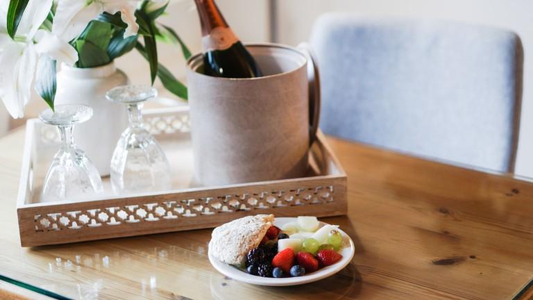 hotel champagne breakfast