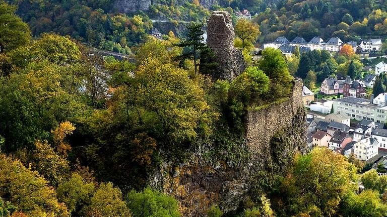1024px-Idar-Oberstein_–_Burgruine_Bosselstein_-_panoramio