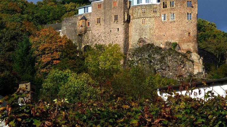 1280px-Idar-Oberstein_-_Schloss_Oberstein_-_panoramio